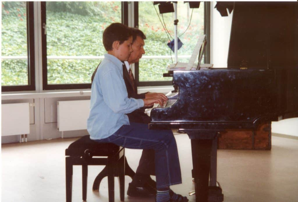 Philipp zum Klaviervorspiel vierhändig mit seinem Großvater