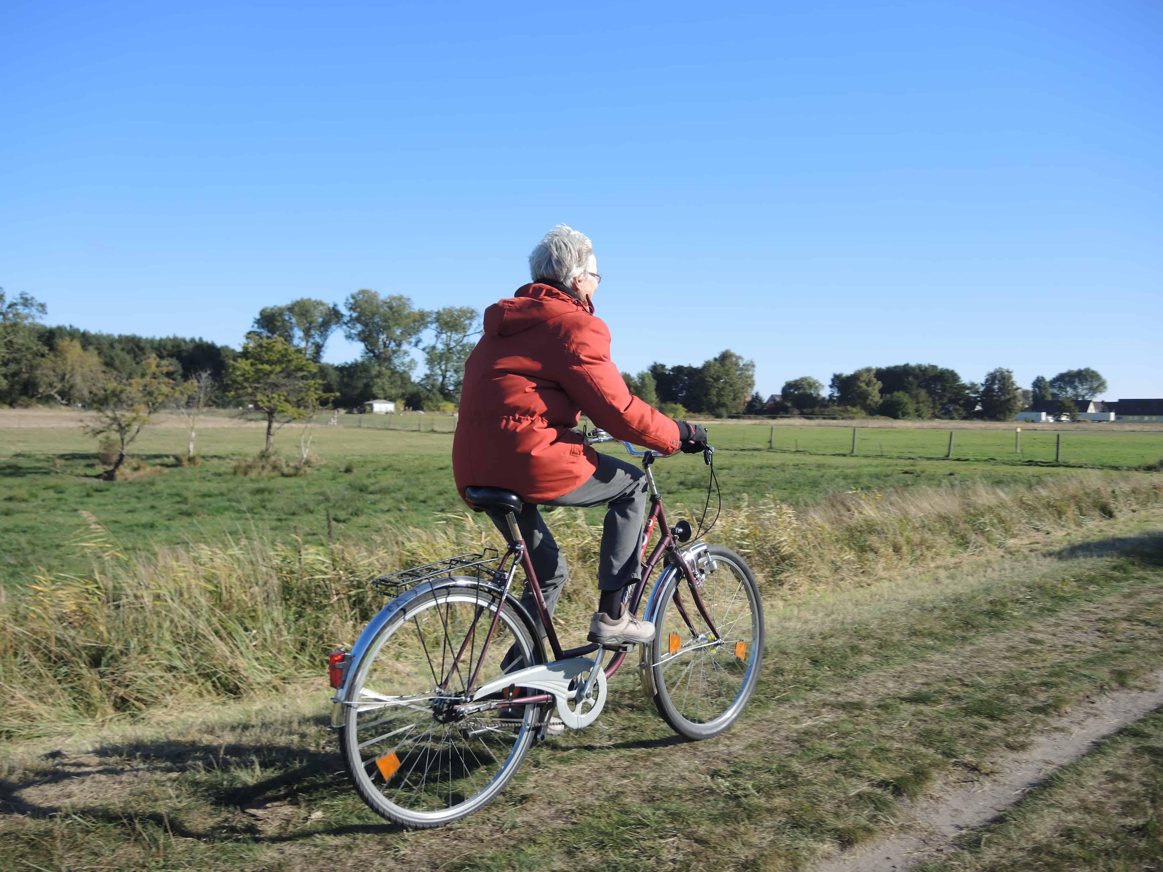 Oma auf dem Fahrrad