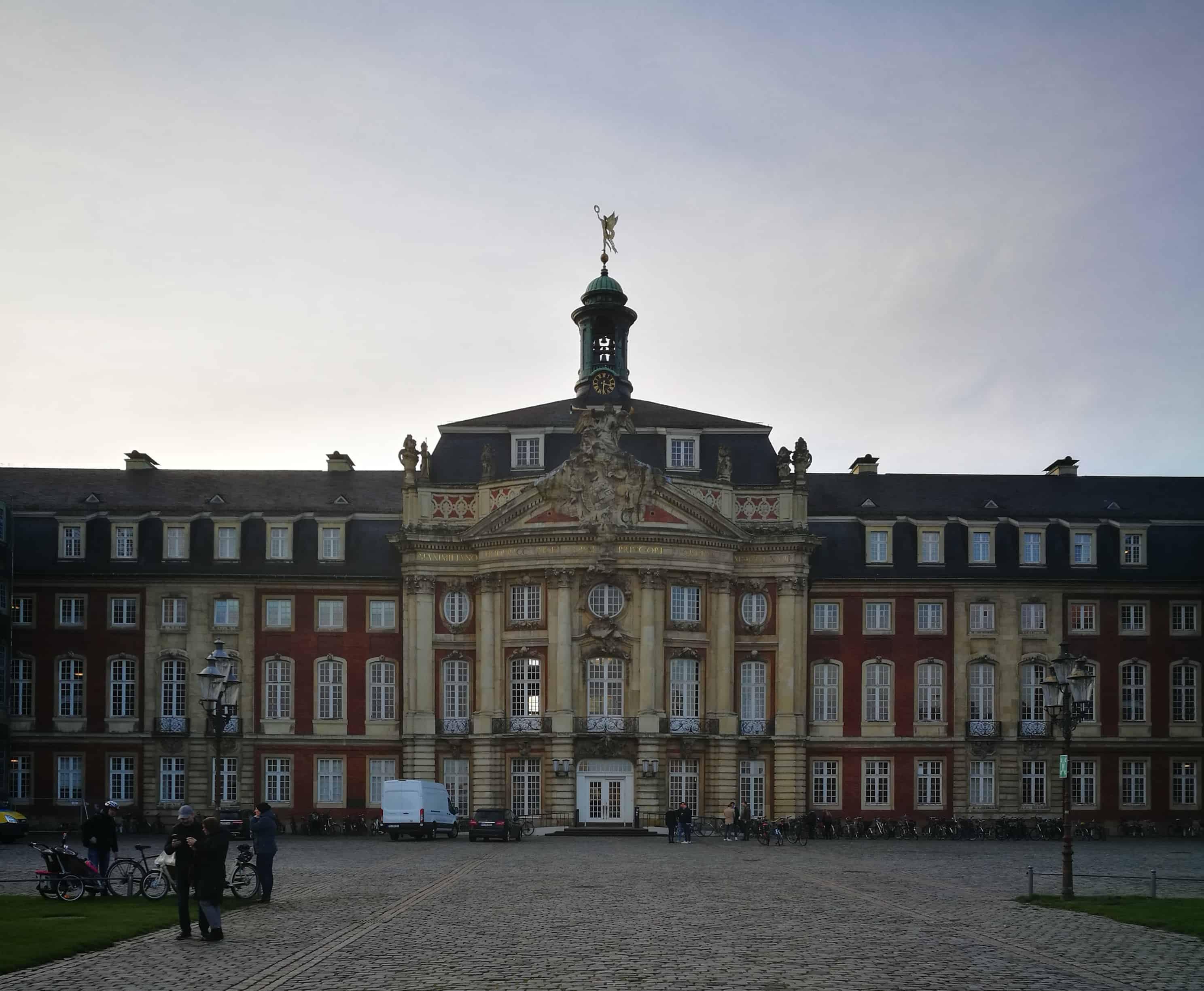 """Das """"fürstbischöfliche"""" Schloss in Münster"""